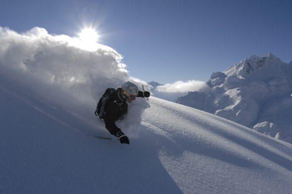 Mit den Skischulen in Lech auch wunderbare Tiefschneeabfahrten entdecken.
